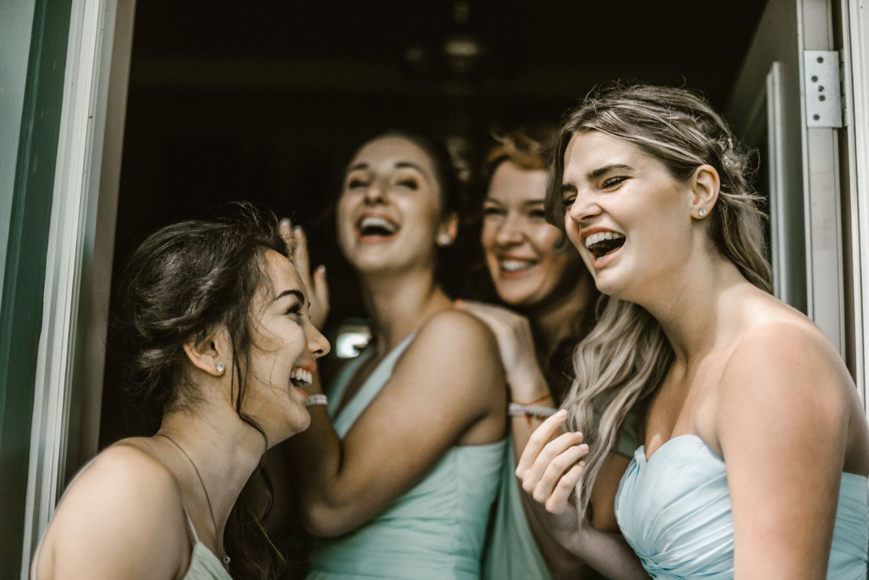 0 7 Ways Your Wedding Can End Friendships